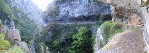 Panorama of the carved trail