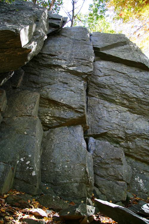 Carderock-- Jungle Cliff-- Sterling\'s Crack (5.7) and Neighbors