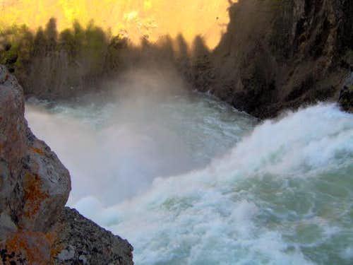 Brink Yellowstone's Upper Falls