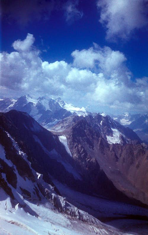 Bartuy Glacier and Laboda Massif, Digoria