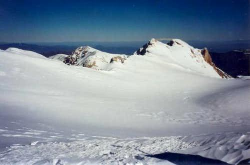 The Megas Kampos plateau