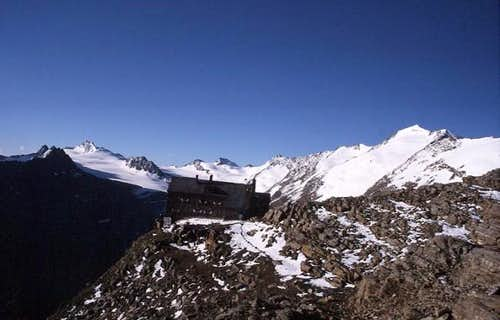 Ramolhaus (3006 m) give a...
