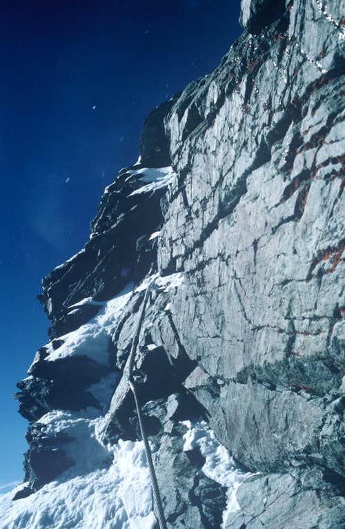 Fixed ropes (summit block)