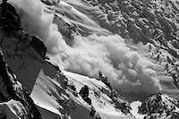 Powder avalanche off the Mont Blanc du Tacul