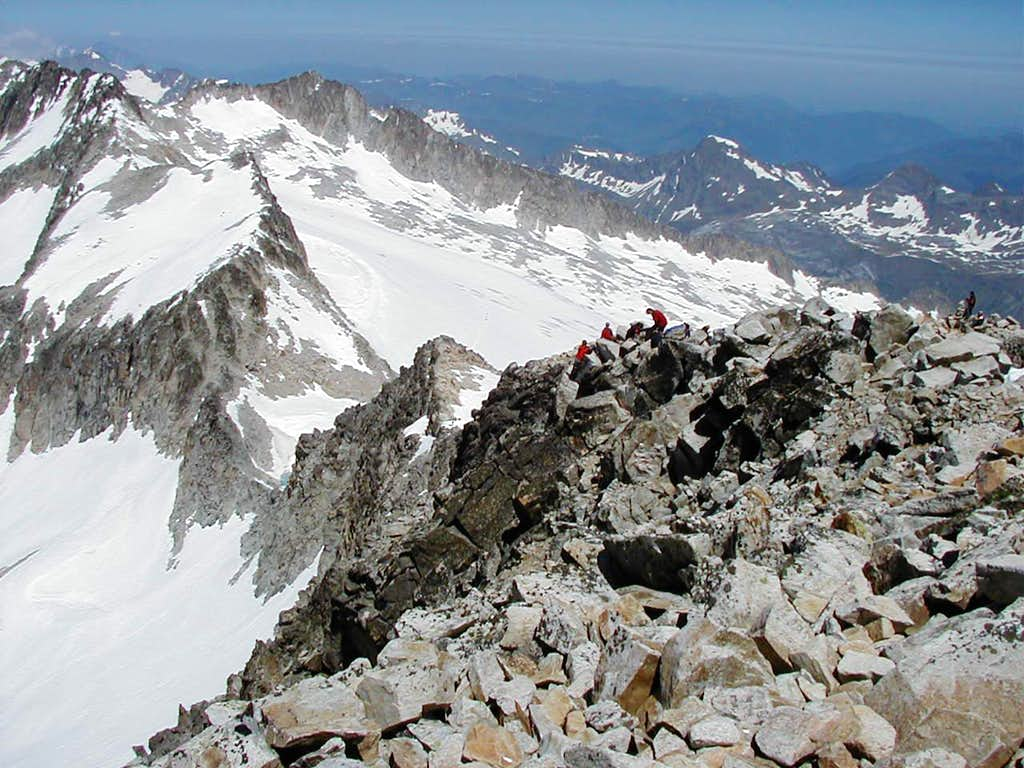 Summit ridge - Aneto