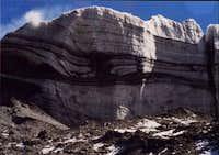 Glaciers have no end moraines...