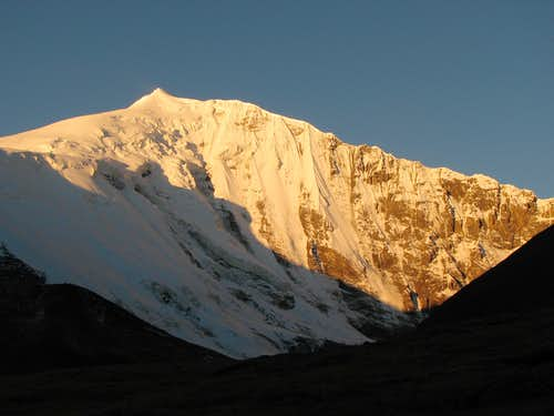Noijin Kangsang (7206m) - near BC