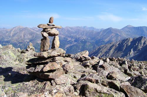 Inukshuk guiding the trail on La Plata!