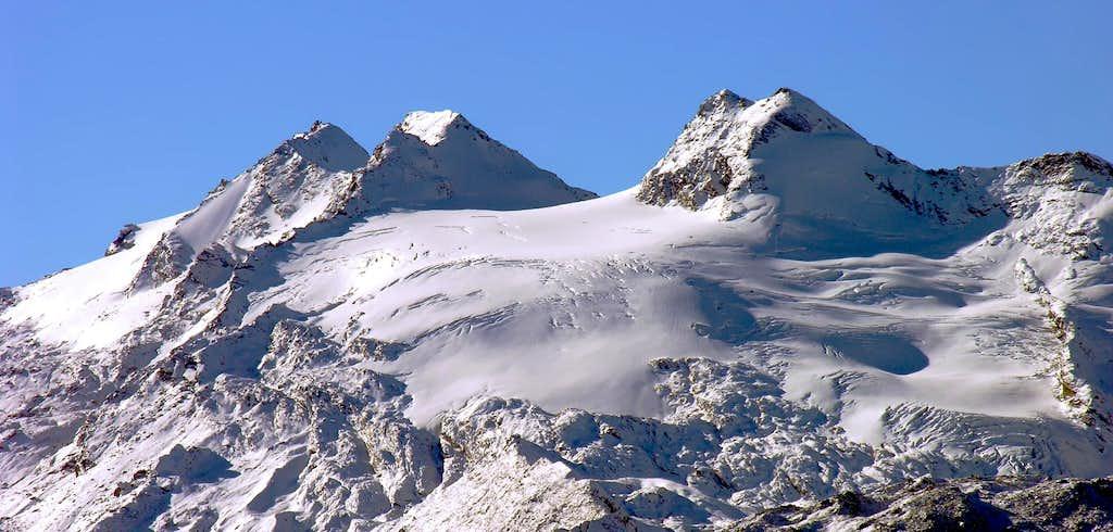 Doravidi (3439m), and Glacier Chateau Blanc