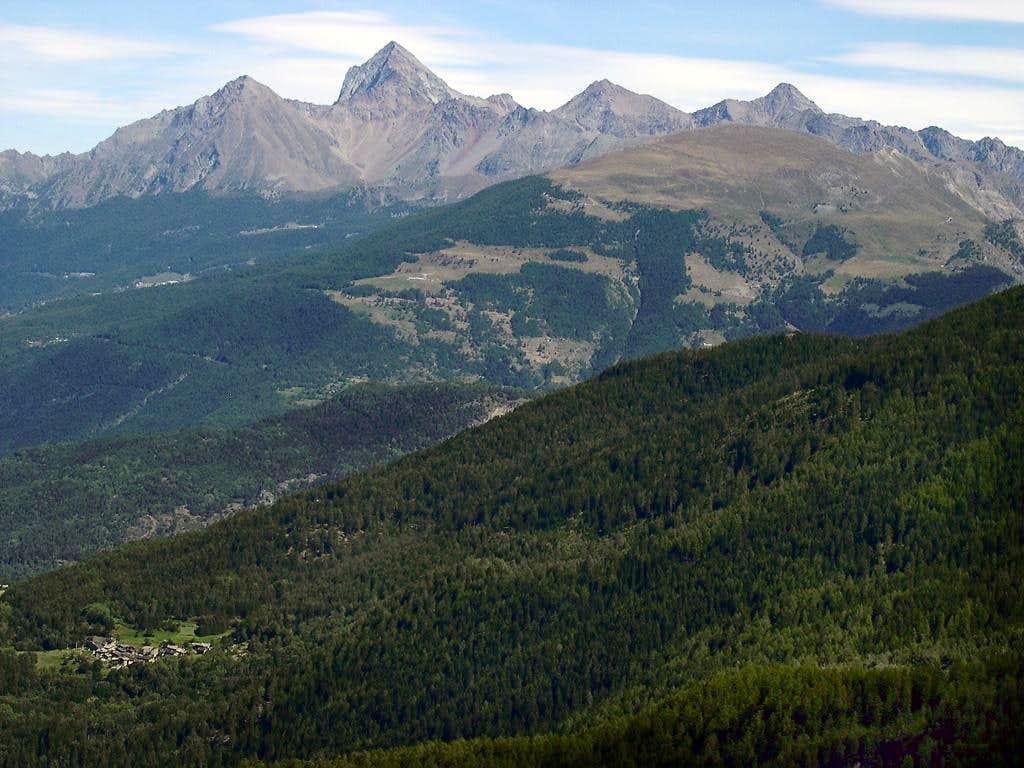 Punta de la Pierre and Emilius group