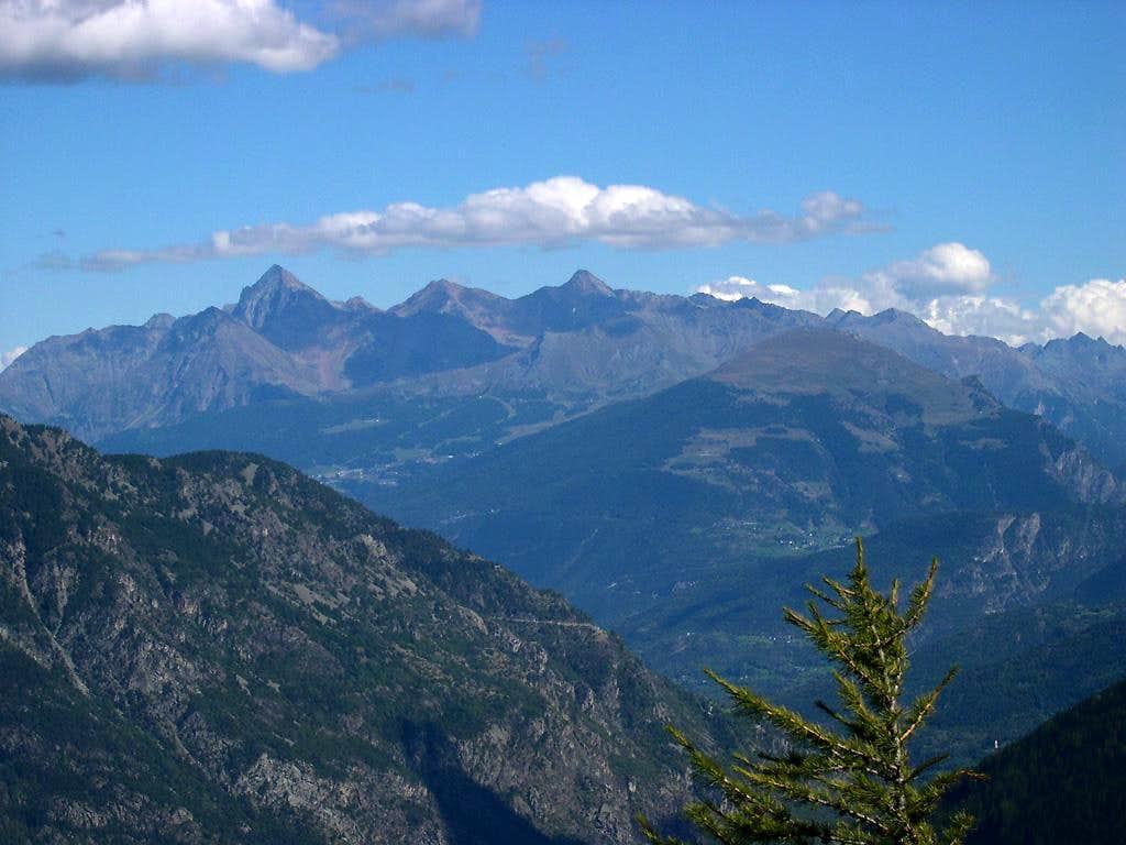 Emilius group, Pila basin and Punta de la Pierre viewed from the far Tête d'Arpy