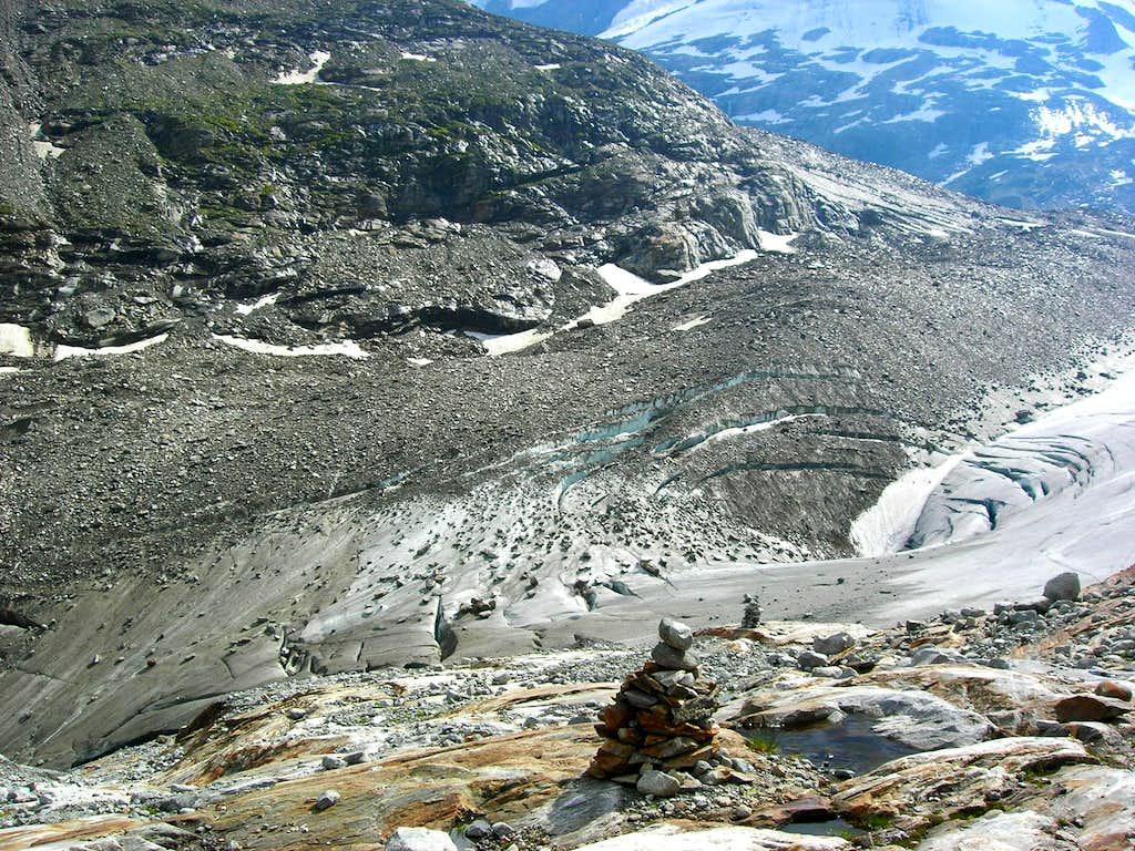 Glacier on Venederig swirling down