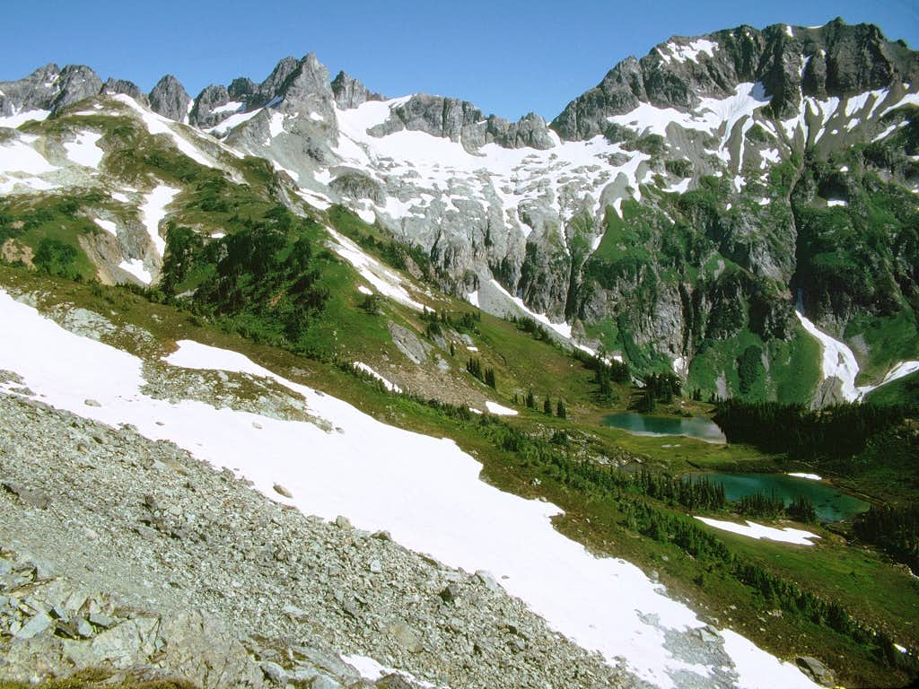The setting of the Yang Yang Lakes