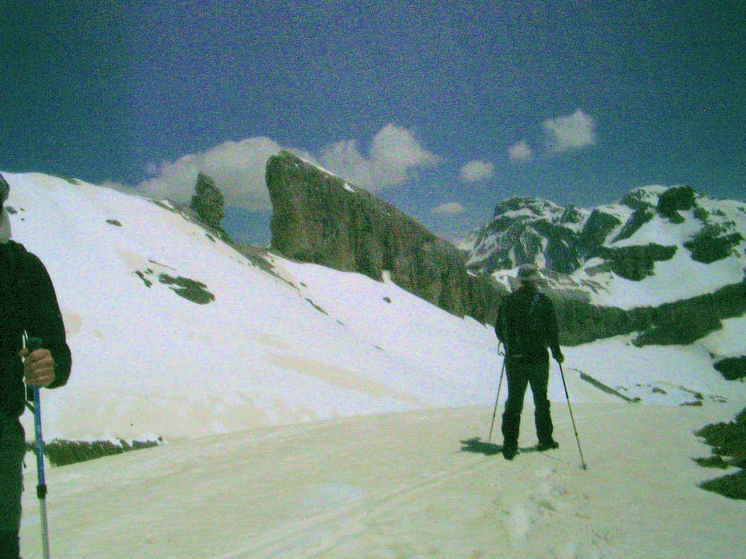 Contouring below El Taillon to the Breche du Roland