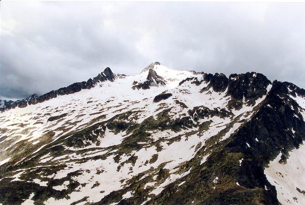 Neouvielle ridges seen from the Hourquette d'Aubert