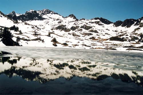 Reflection of Neouvielle in the Lac Nere