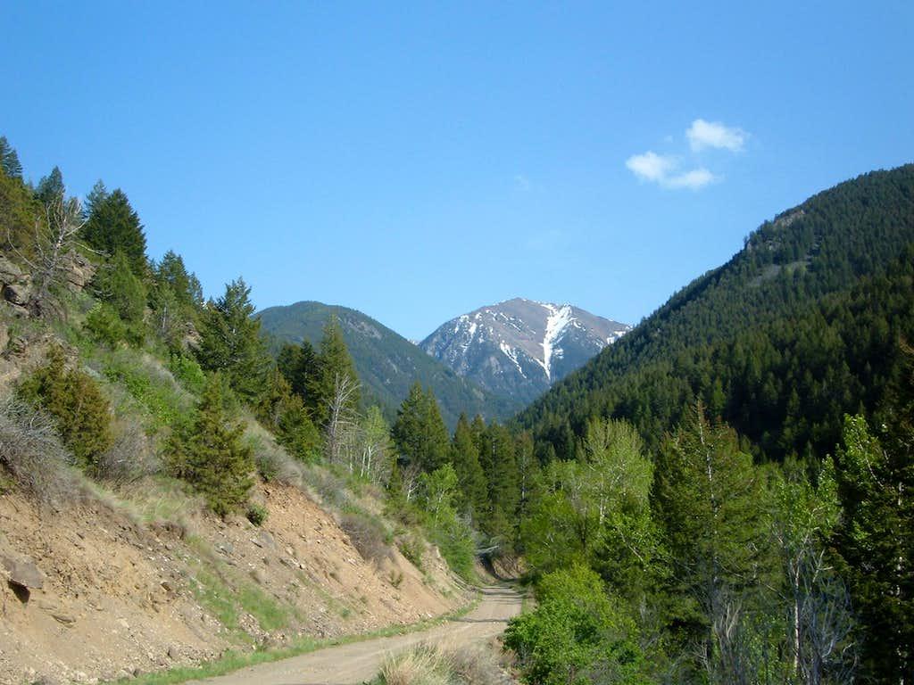 The dirt road to Peak 9815