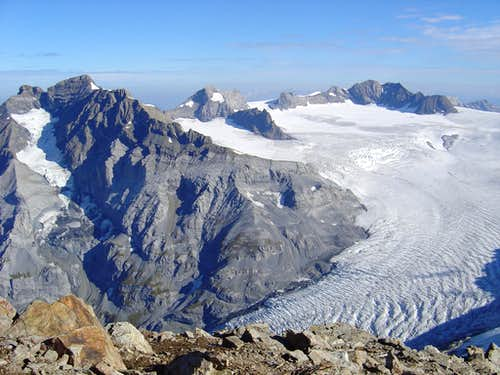 Schärhorn 3295m (left) and Clariden 3267m (right)