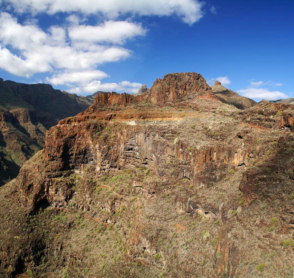 Pico Gomero (851m) and Roque del Sombrero (662m)
