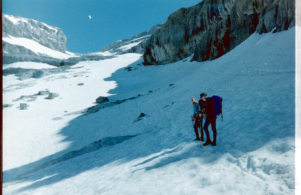 Approaching the col at Lago Helado