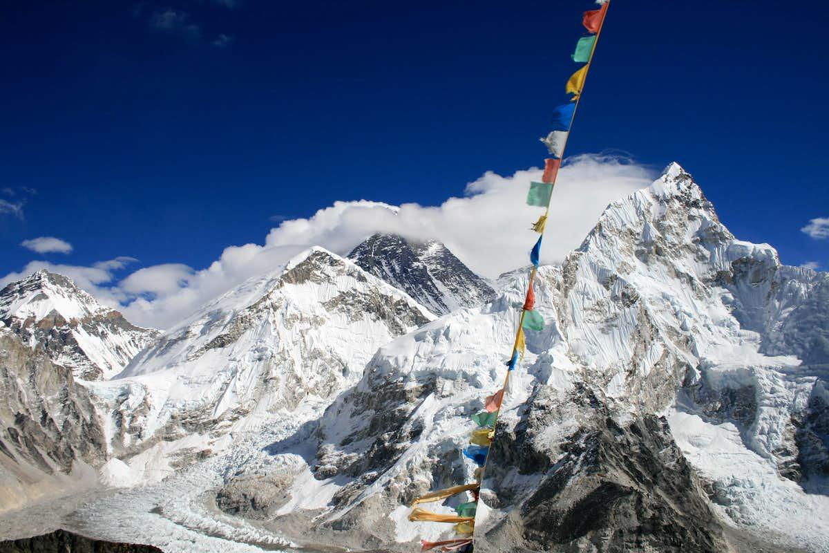 Everest & Khumbu Ice Field : Photos, Diagrams & Topos