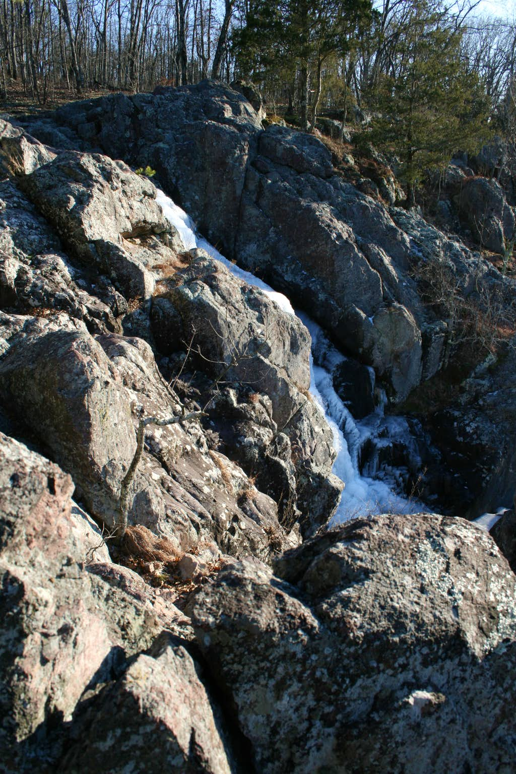 Frozen Mina Sauk Falls