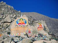 Buddhas painted on rocks