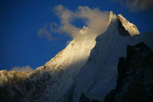 Gasherbrum-V (NW 6980m) & Gasherbrum Twins (6912m)