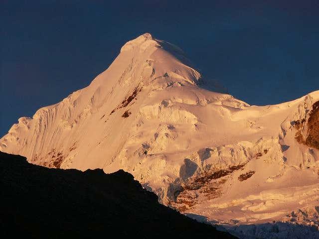 Sunset on Nevado Tocllaraju