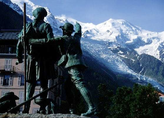 statue in Chamonix: Jaques...
