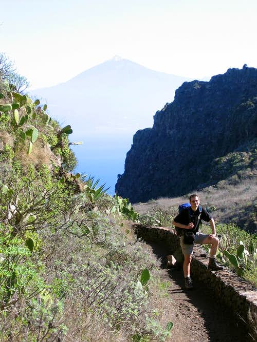 Teide above the west face of Lomo Gordo