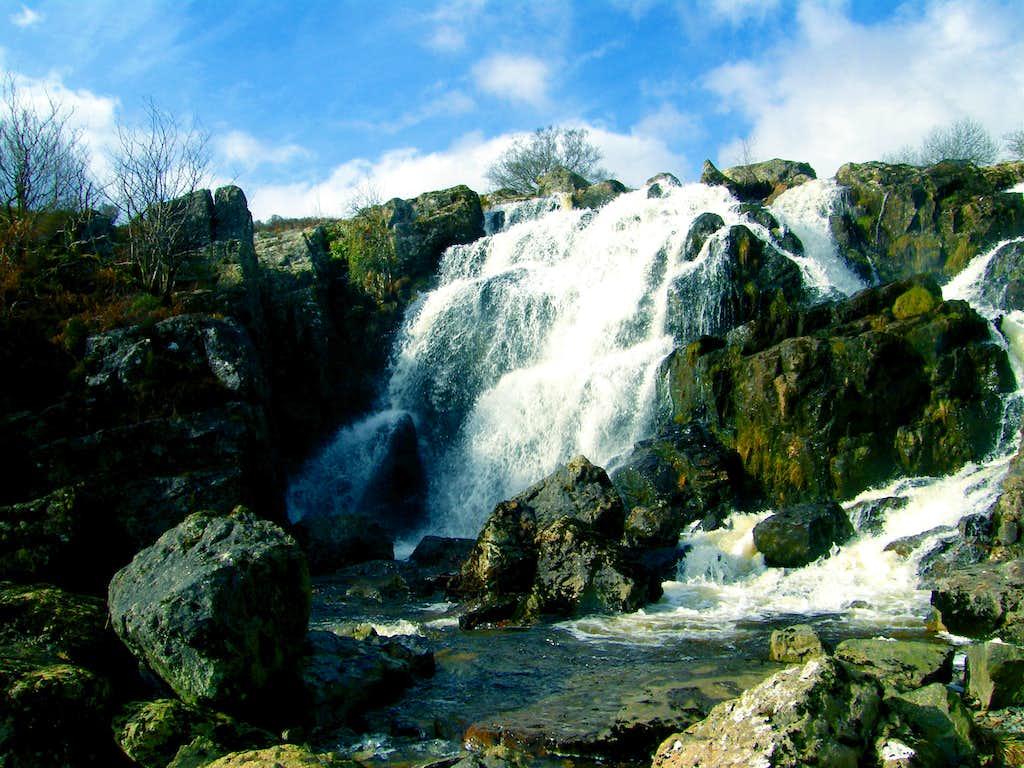 Afon Lliw Waterfall