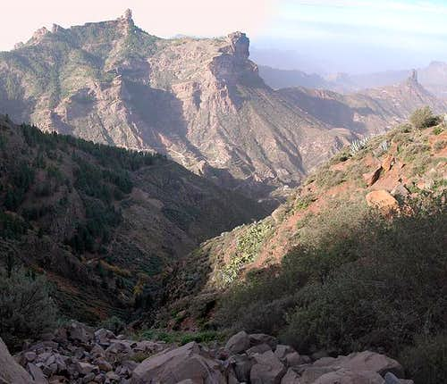 Roque Nublo (1803m) and Roque...