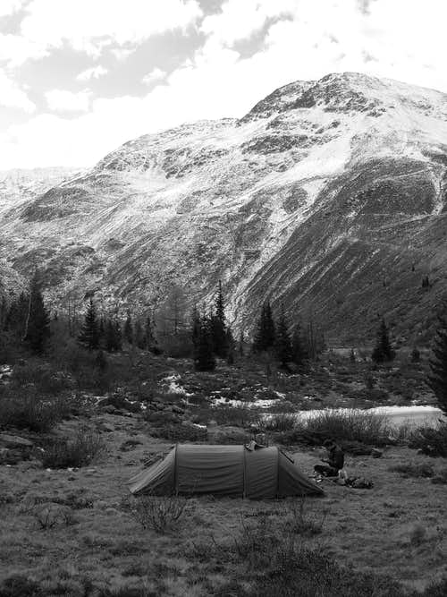 Camping in the Kaunervalley (B&W)