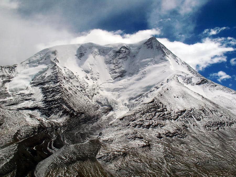 Kaluxung's west pillar in clouds