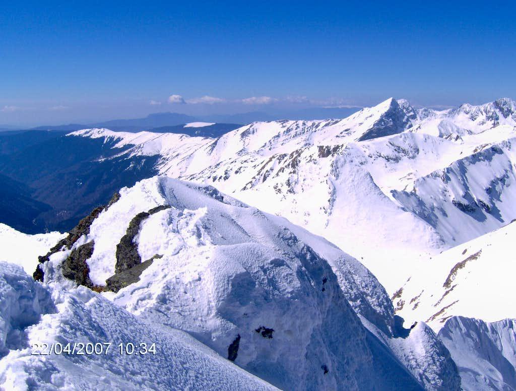 Summit ridge of Vanatoarea lui Buteanu peak
