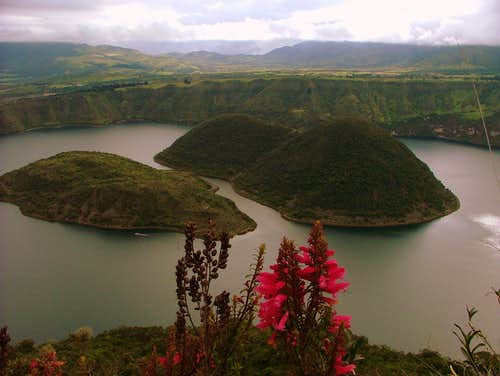 Cuicocha crater rim hike