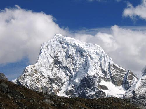 Cholatse from the Gokyo valley