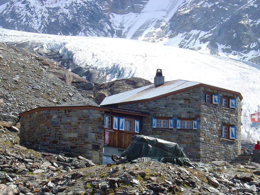 Dom hut 2940m