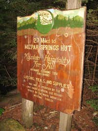 Sign for the Mizpah Springs Hut on the Crawford Path