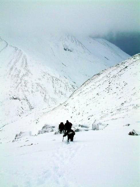 Descending to the Aonach Beag...
