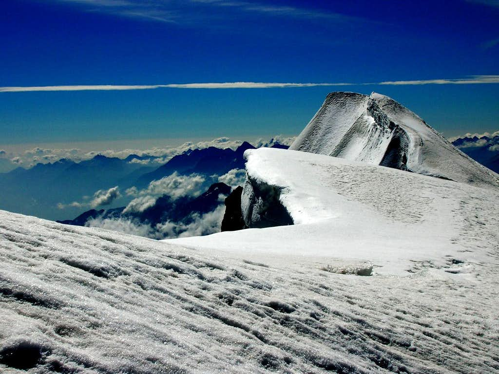 on the top of Les Grandes Jorasses(4208m)