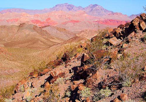 Mu<font color=crimson>dd</font>y Mountains' majesty