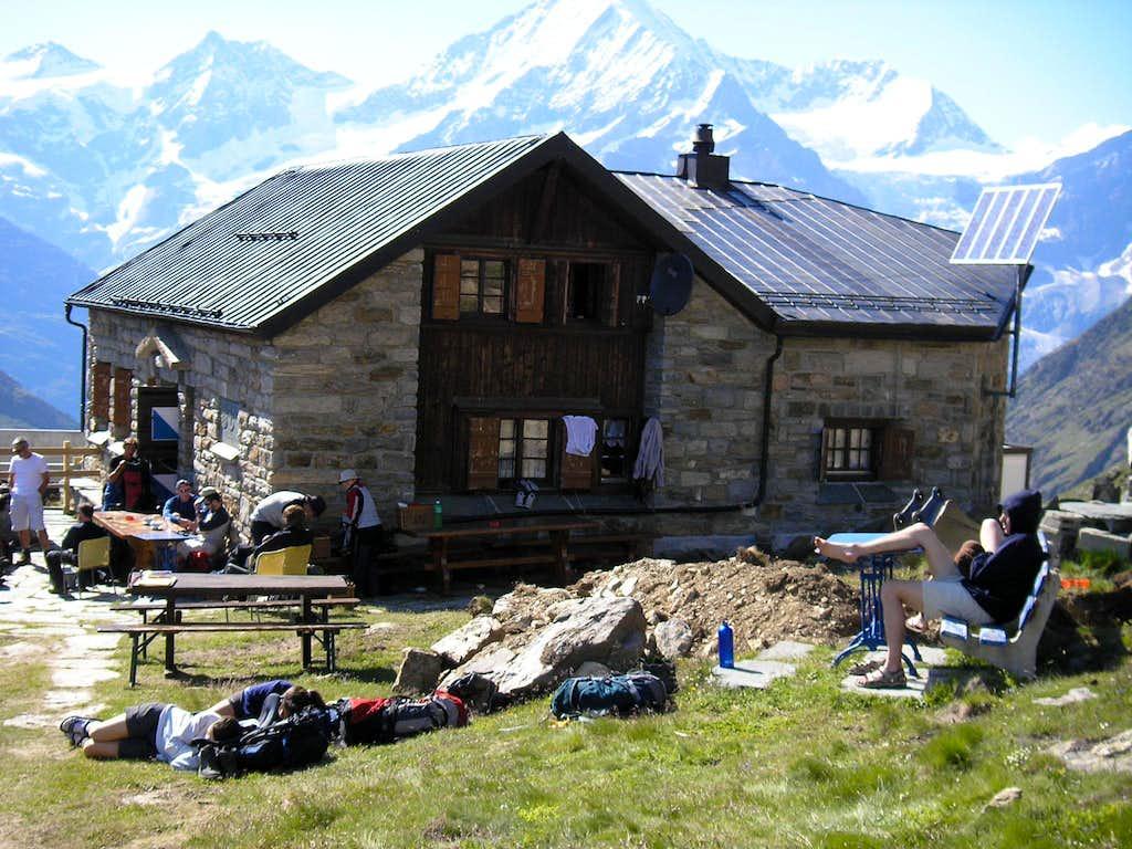 Täsch Hut 2702m