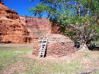 Traditional Dineh Hooghan, Canyon de Chelly