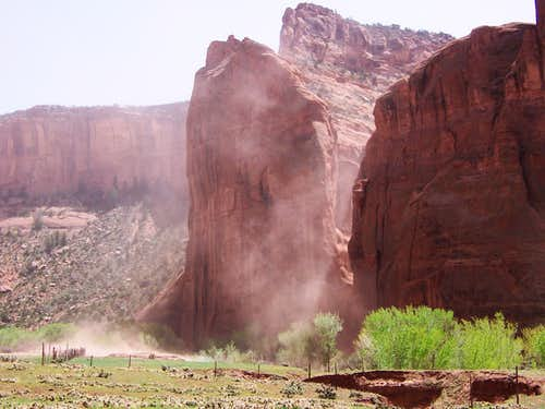 Dust storm, Canyon de Chelly