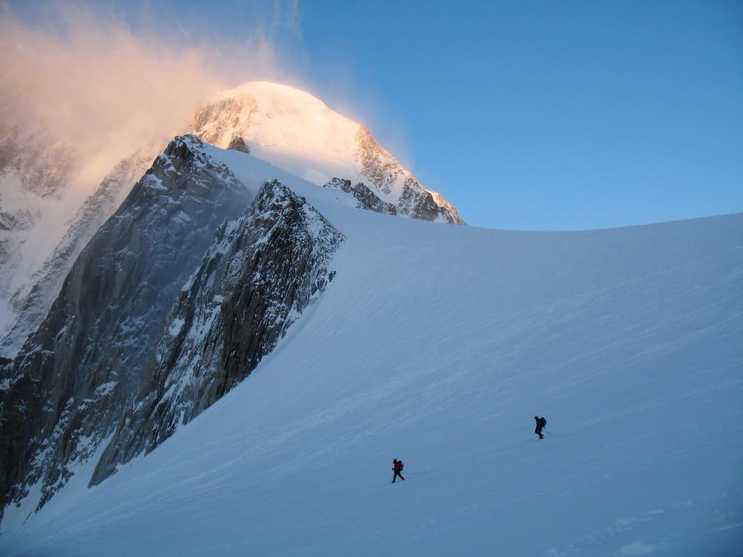Climbers passing the Pointes Lachenal