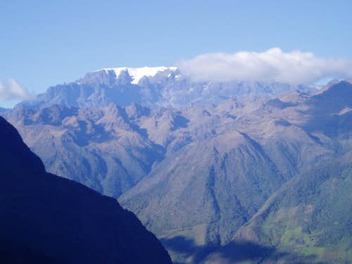 Mururata (5800 m) towering above the Yungas