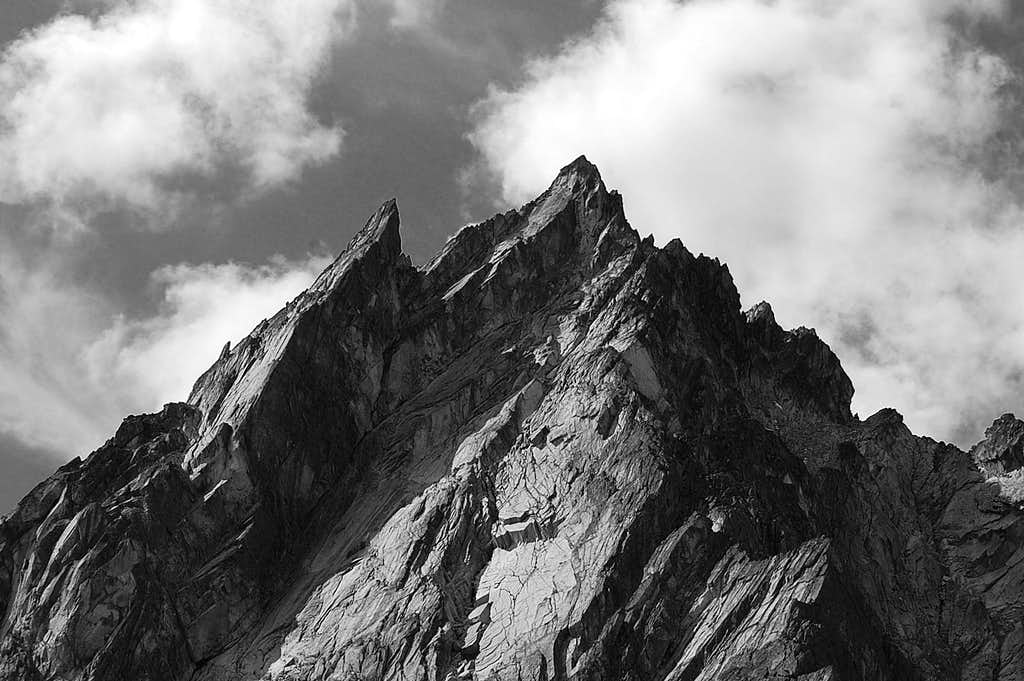 Dragontail Peak from the trail up Aasgard Pass