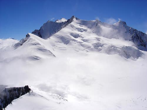 Lenzspitze 4294m and Nadelhorn 4327m (second from left)
